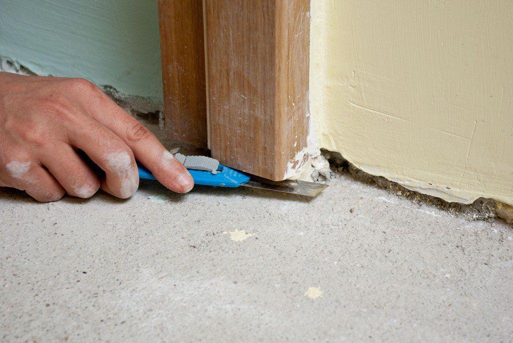 How to lay laminate flooring around doors Laying