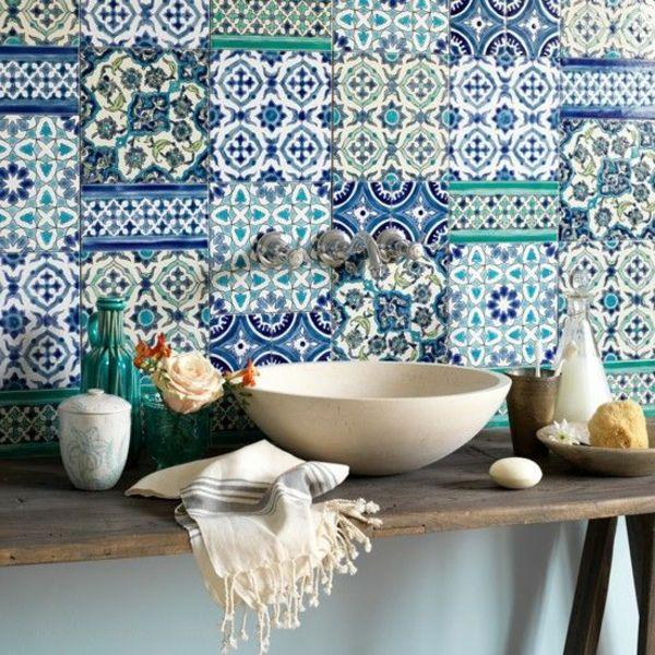 eklektisch muster wandfliesen küche farben  Farbe in die Küche - drahtkörbe für küchenschränke
