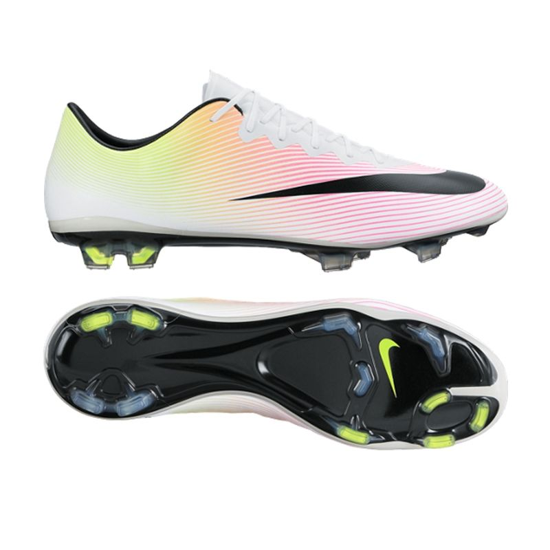 Find the best soccer cleats, soccer balls and soccer jerseys from the  biggest brands like Adidas, Nike, Puma and so many more!