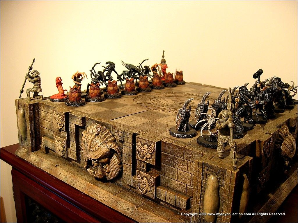 So cool! Version 1 Predator, Chess set, Alien
