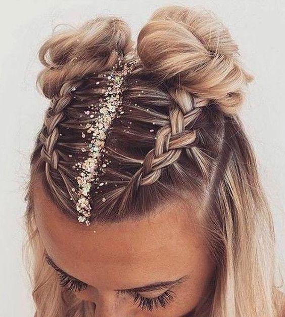 Cheveux en chignon, tresse avec des paillettes Hair style Coiffure de festival en 2019 ...