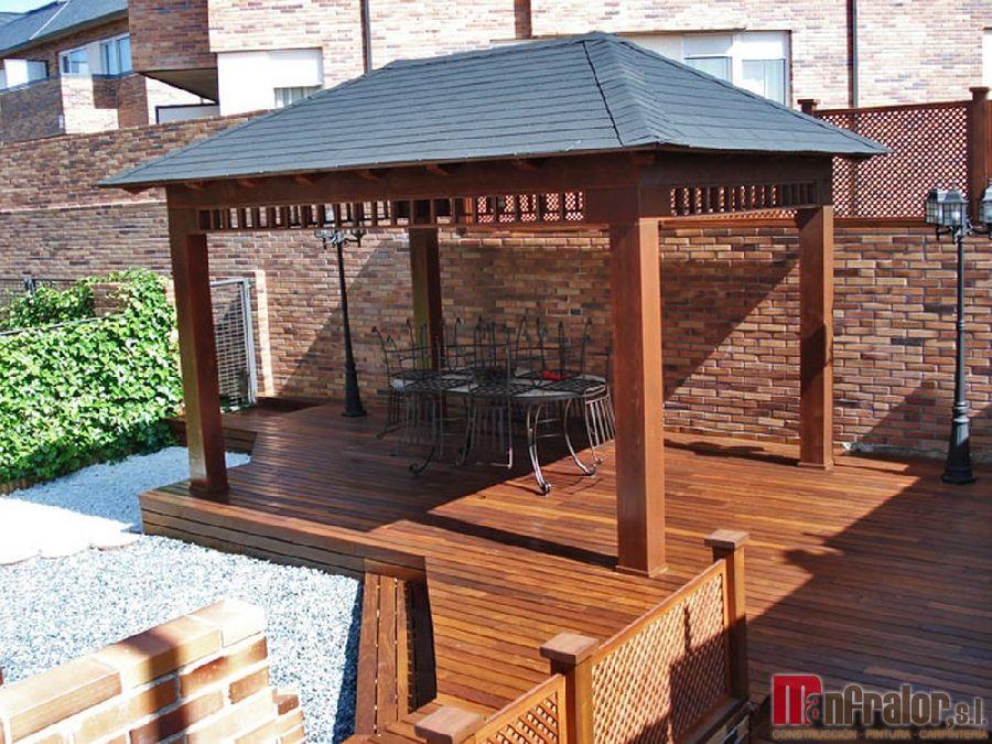 pergolas en madera combinando techo en pizarra