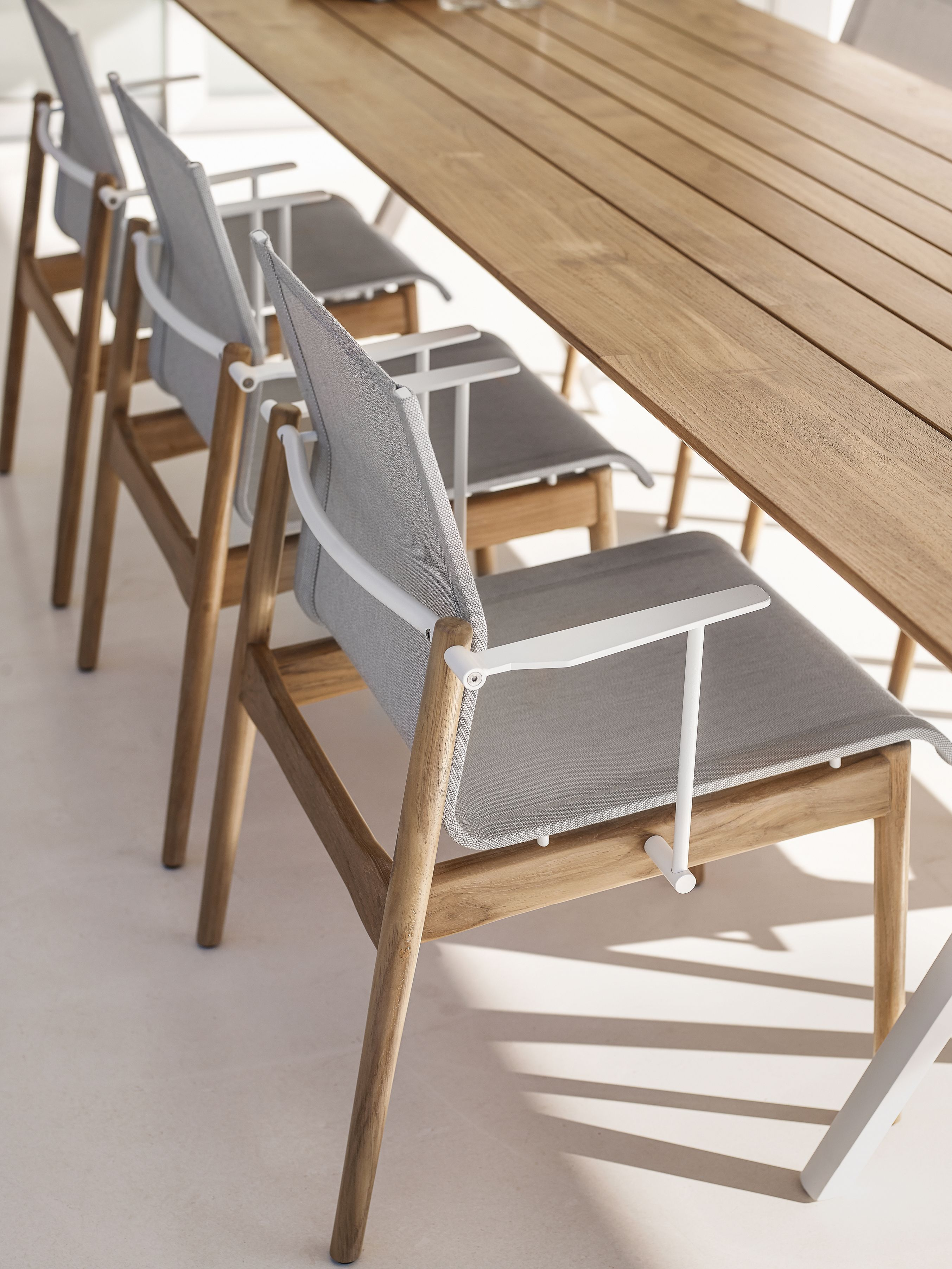 GLOSTER Sway Teak chairs Split table GLOSTER