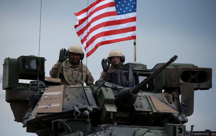 """El Ejército norteamericano podría """"esperar a ser derribado por cualquiera que sea lo bastante inteligente y valiente para darle un buen empujón"""", asegura el columnista de la revista 'The Week'."""