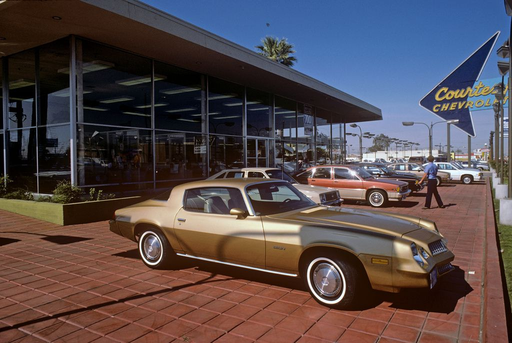 A Slice Of Life Of Courtesy Chevrolet In The 1970 S In 2020 Used Car Lots Car Dealership Chevrolet Dealership