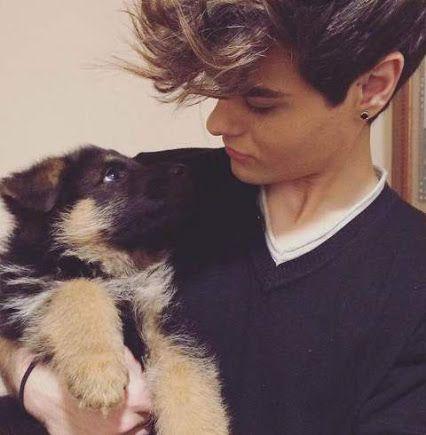 A #AbrahamMateo ¡le encantan los perros! ¡Te presentamos a Apolo y Khloe! http://bit.ly/1RoKxXV