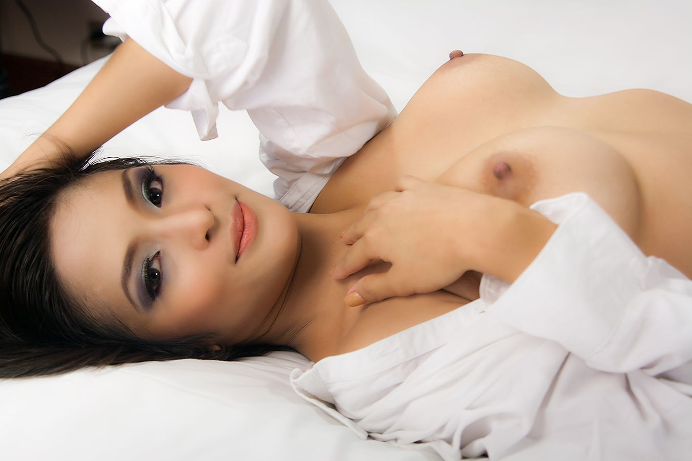 indonesia-nude-magazine