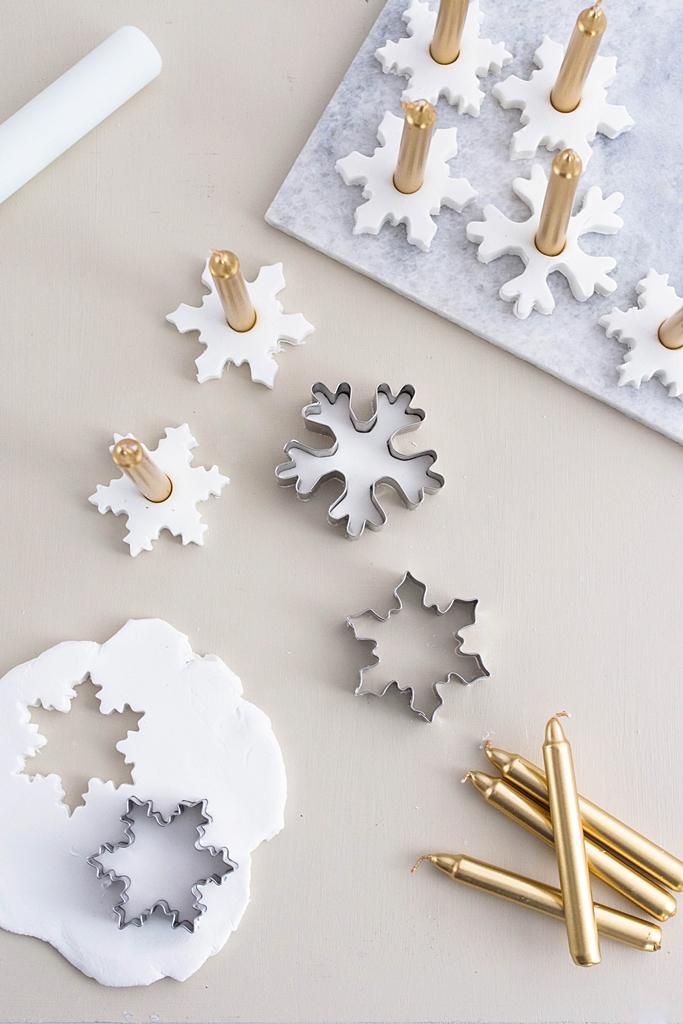 Let it snow: Schneeflocken-Kerzenhalter aus Modelliermasse – Sinnenrausch - Der kreative DIY Blog für Wohnsinnige und Selbermacher #xmastreedecoratingideas