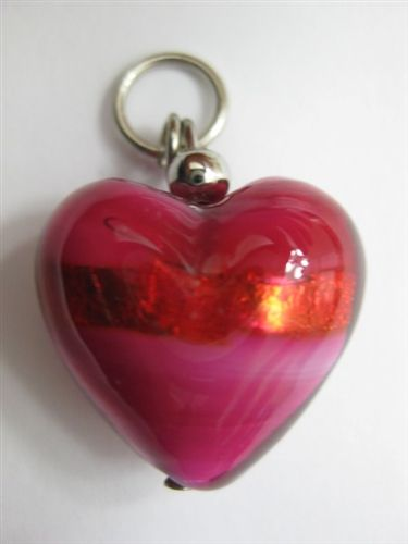 Hearth shaped pendant handmade in Murano, Italy. Size medium. To customize your necklace or bracelet