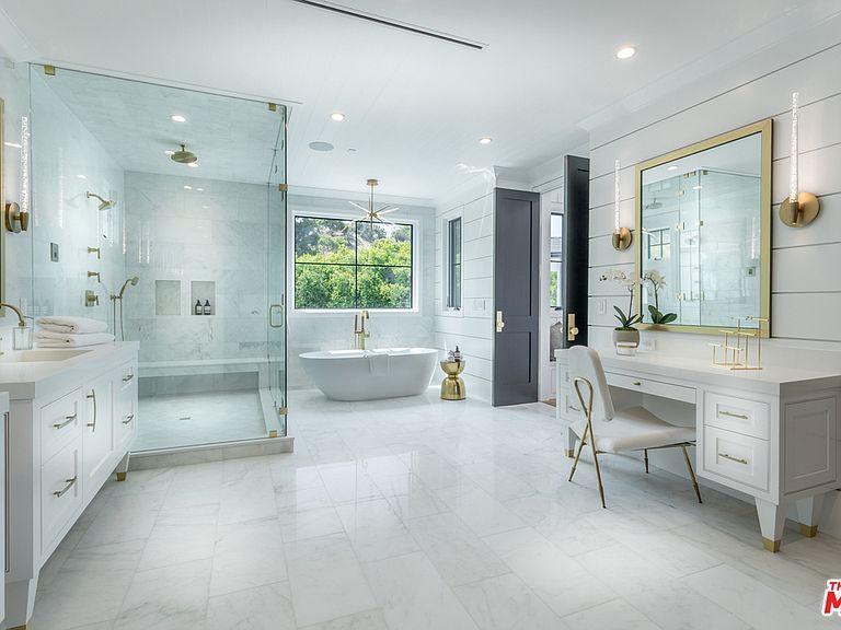 17173 Strawberry Dr Encino Ca 91436 Mls 19 513482 Zillow Simple Bathroom Designs Bathroom Wall Colors Simple Bathroom