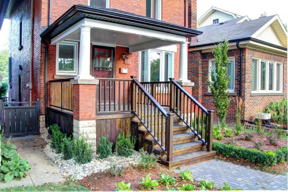Best Classic American Style Wooden Front Porch Railing In A 400 x 300