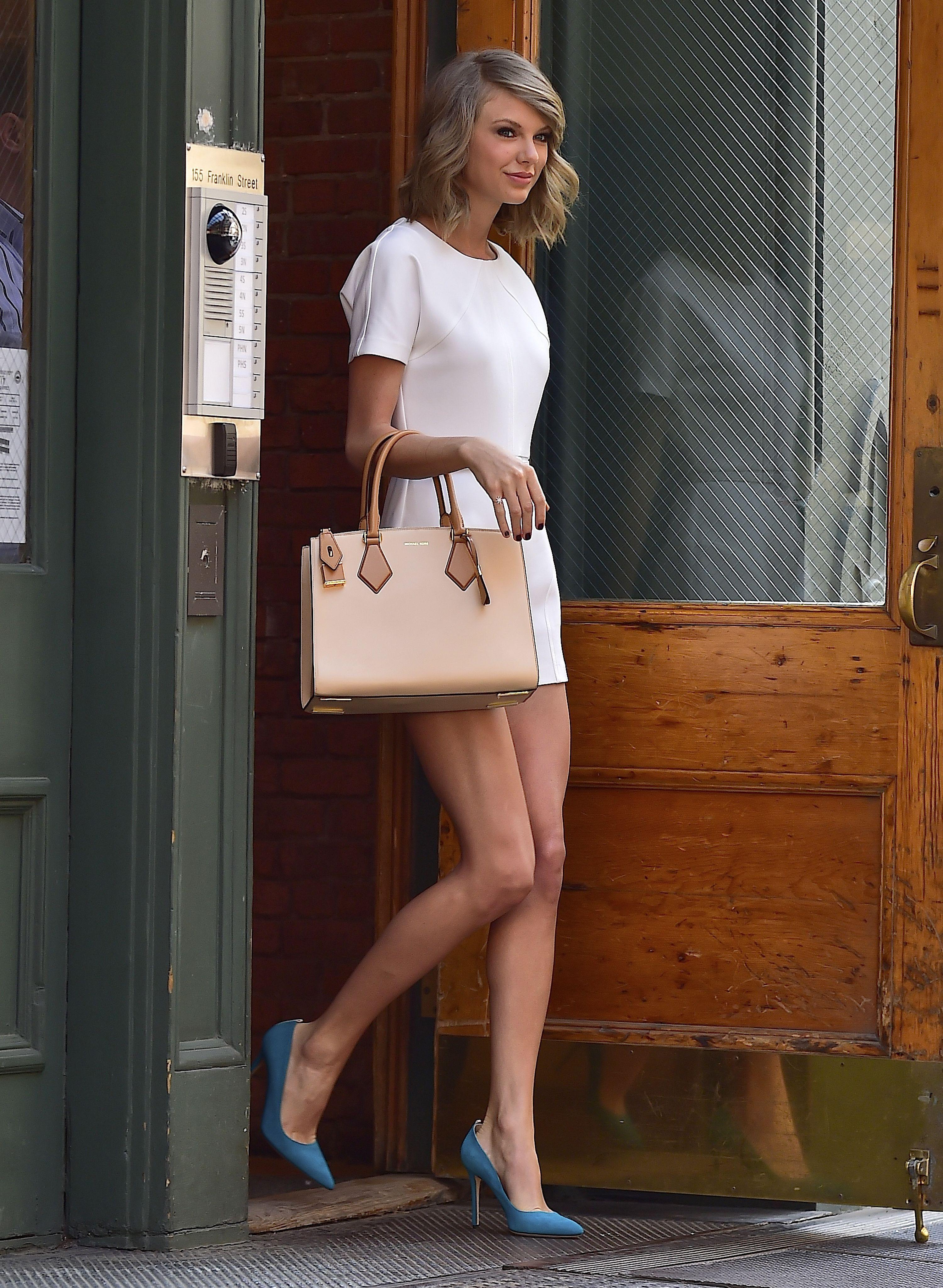 9da5d8bf795 Leaving her apartment in New York City. - ELLE.com