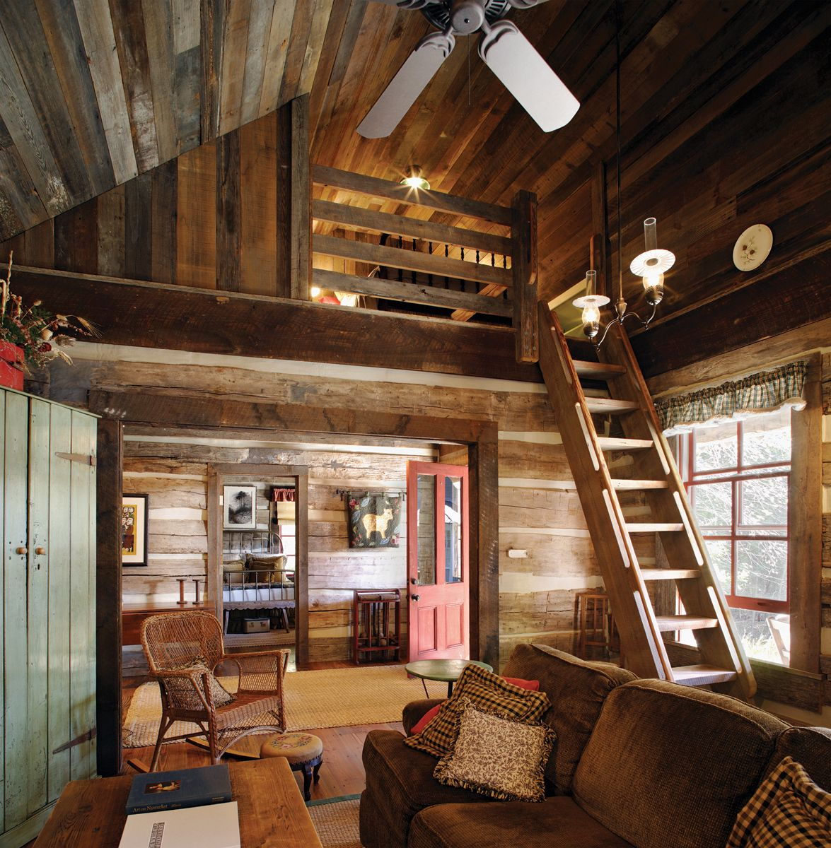 Lakefront Cottage Design Idea Observation Loft: Rustic And Beautiful Home In Spring Island, S.C