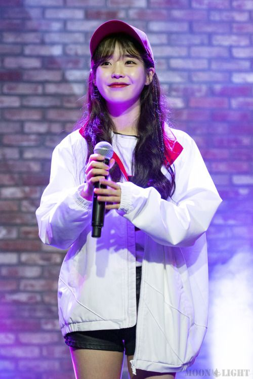 Pin by BP on 아이유 언니 (IU) (With images) | Korean singer ...