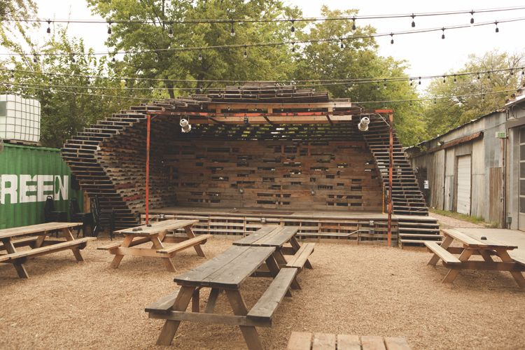 Foundry bar 39 s upcycled wood pallet stage tree love for Europaletten bar