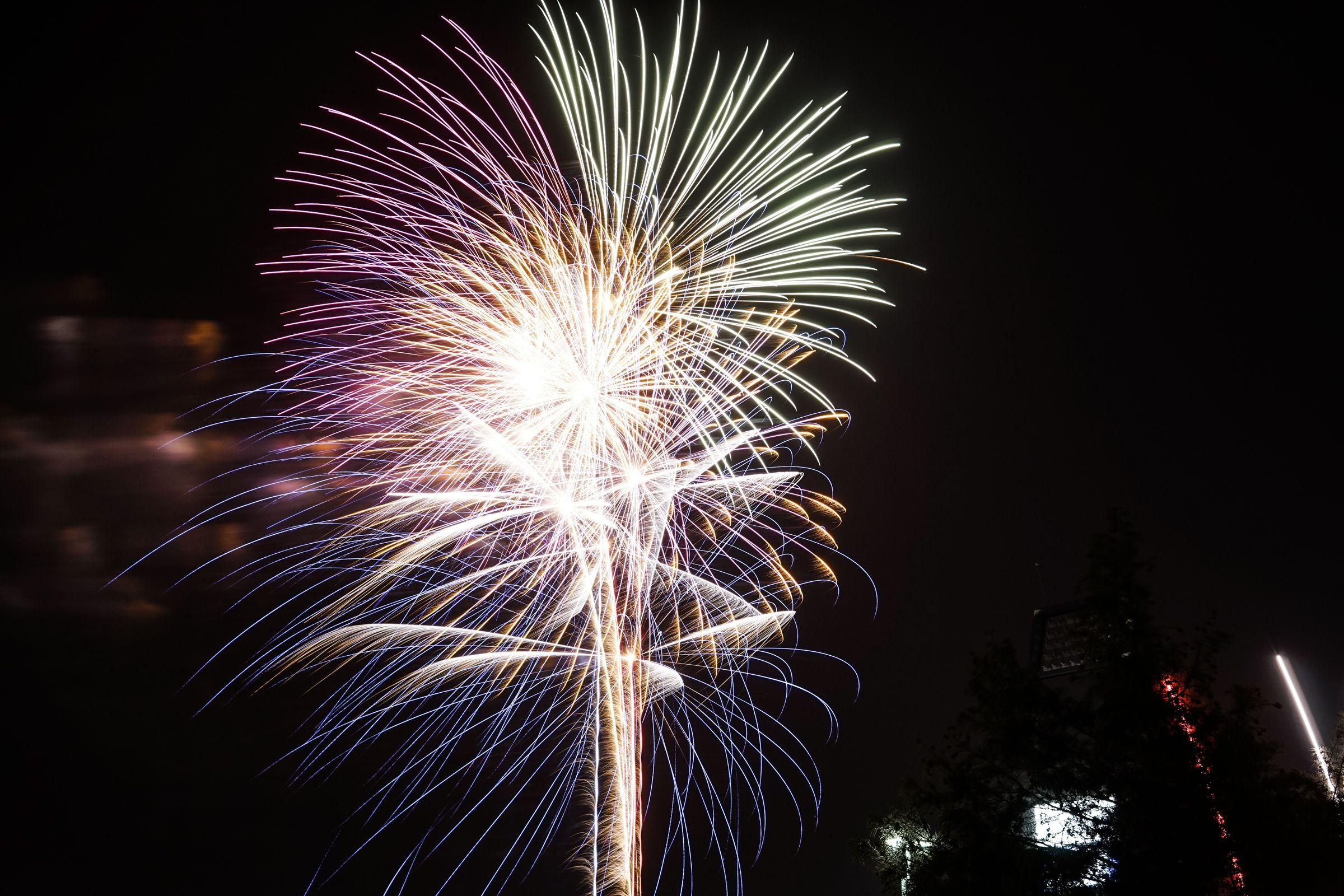 Tips with Exact Camera Settings for Firework Photos! Follow these 7 tips and exact camera settings for firework photos this summer! I love knowing other photographers' settings to inspire creativity and fun!Follow these 7 tips and exact camera settings for firework photos this summer! I love knowing other photographers' settings to inspire creativity and fun!