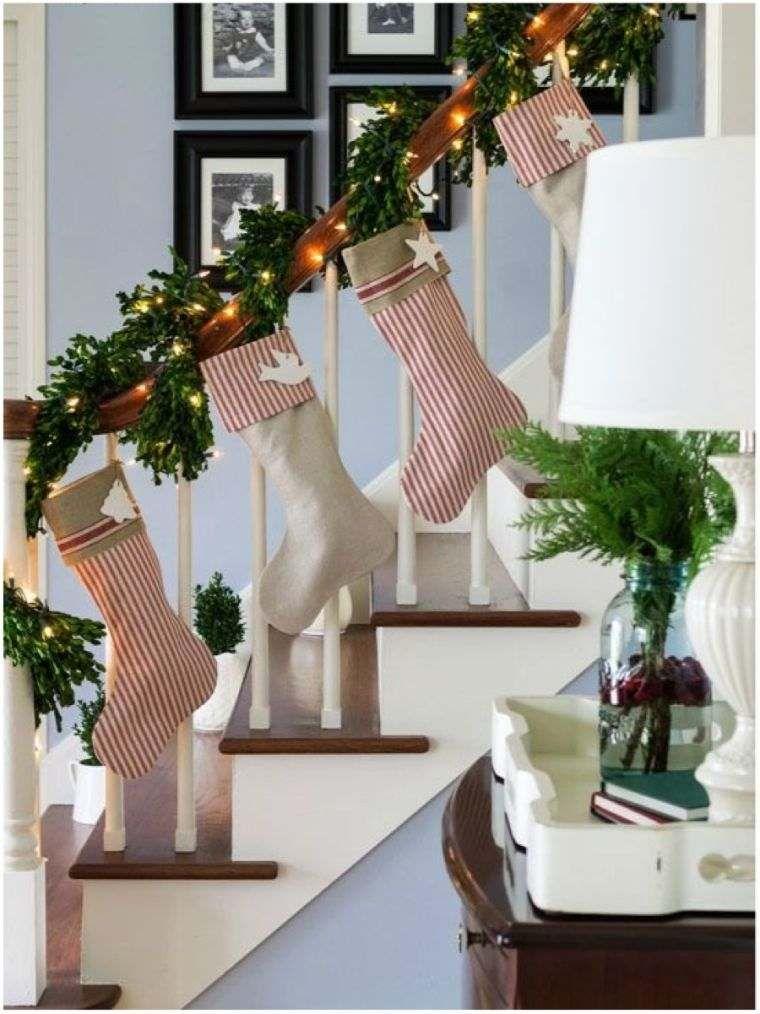 Weihnachtsdeko-Treppe: schöne Verzierungen für zuhause ...