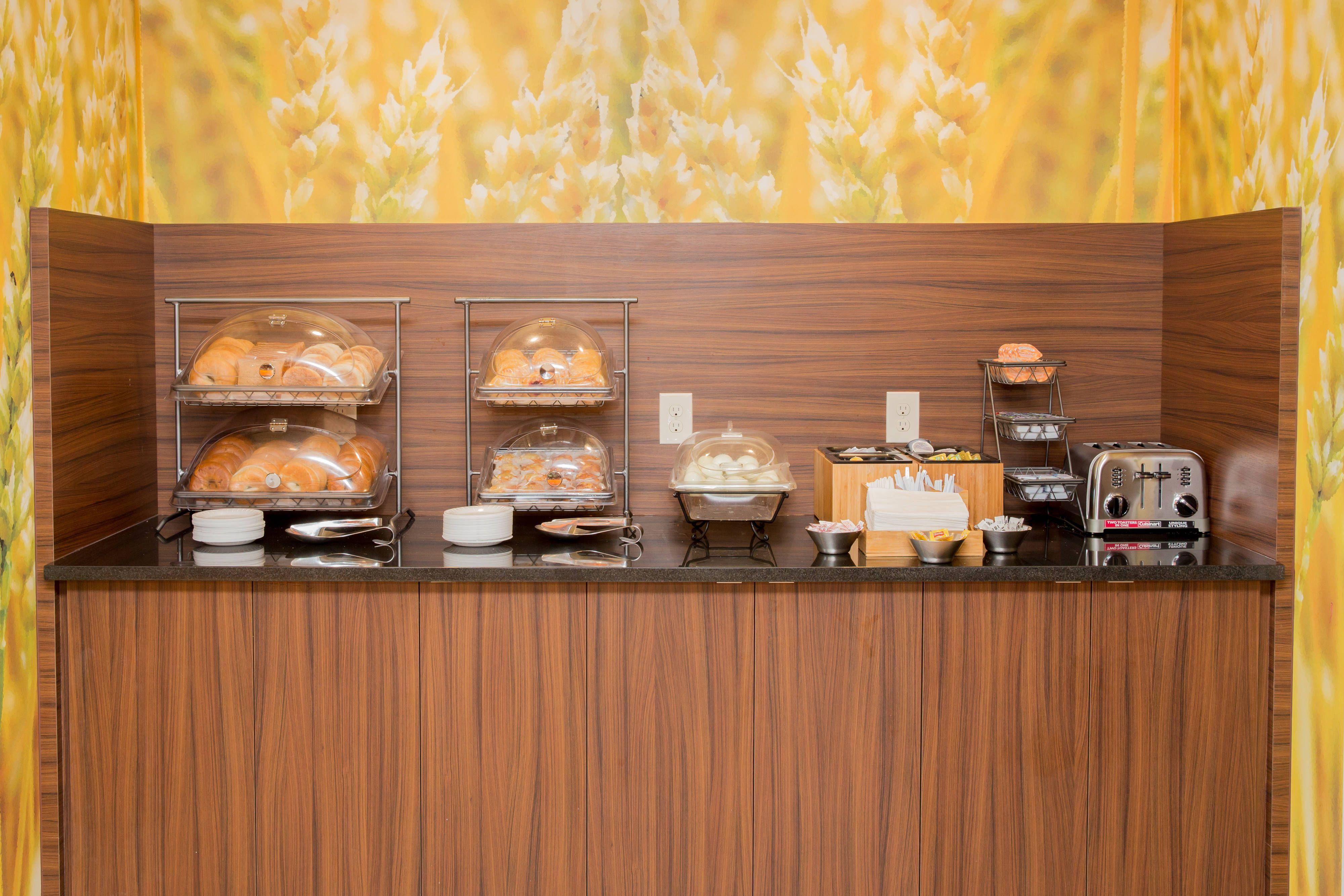Fairfield inn lumberton breakfast buffet holiday rooms