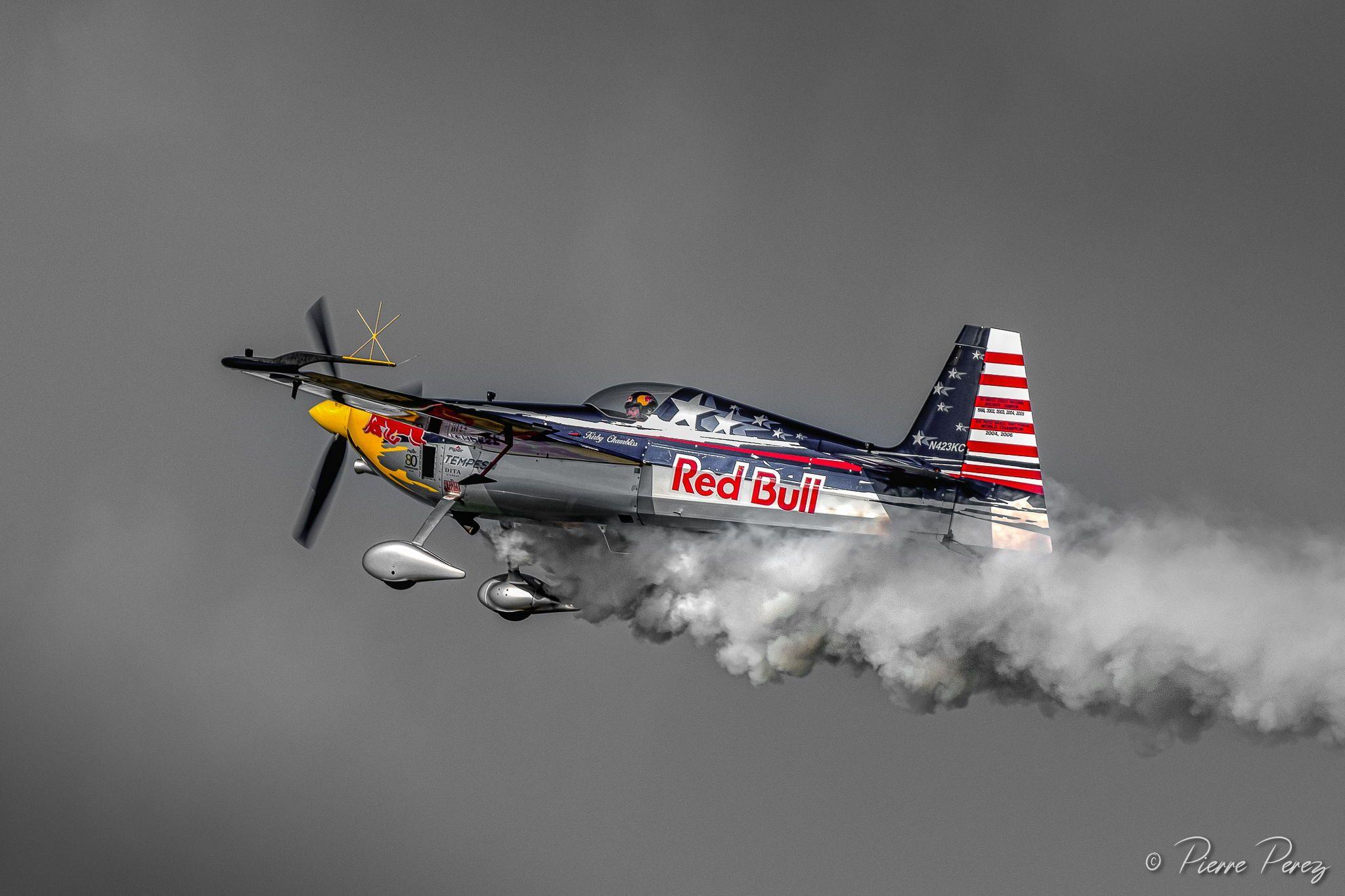 Redbull team airplane aircraft pilot Flight status