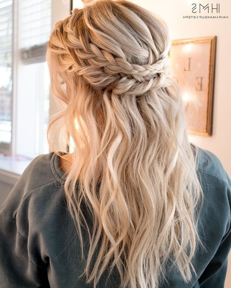 40 Stunning Prom Hairstyle Ideas In 2019 Street Style Inspiration Diana 40 Stunning Prom In 2020 Prom Hairstyles For Long Hair Hair Styles Homecoming Hairstyles
