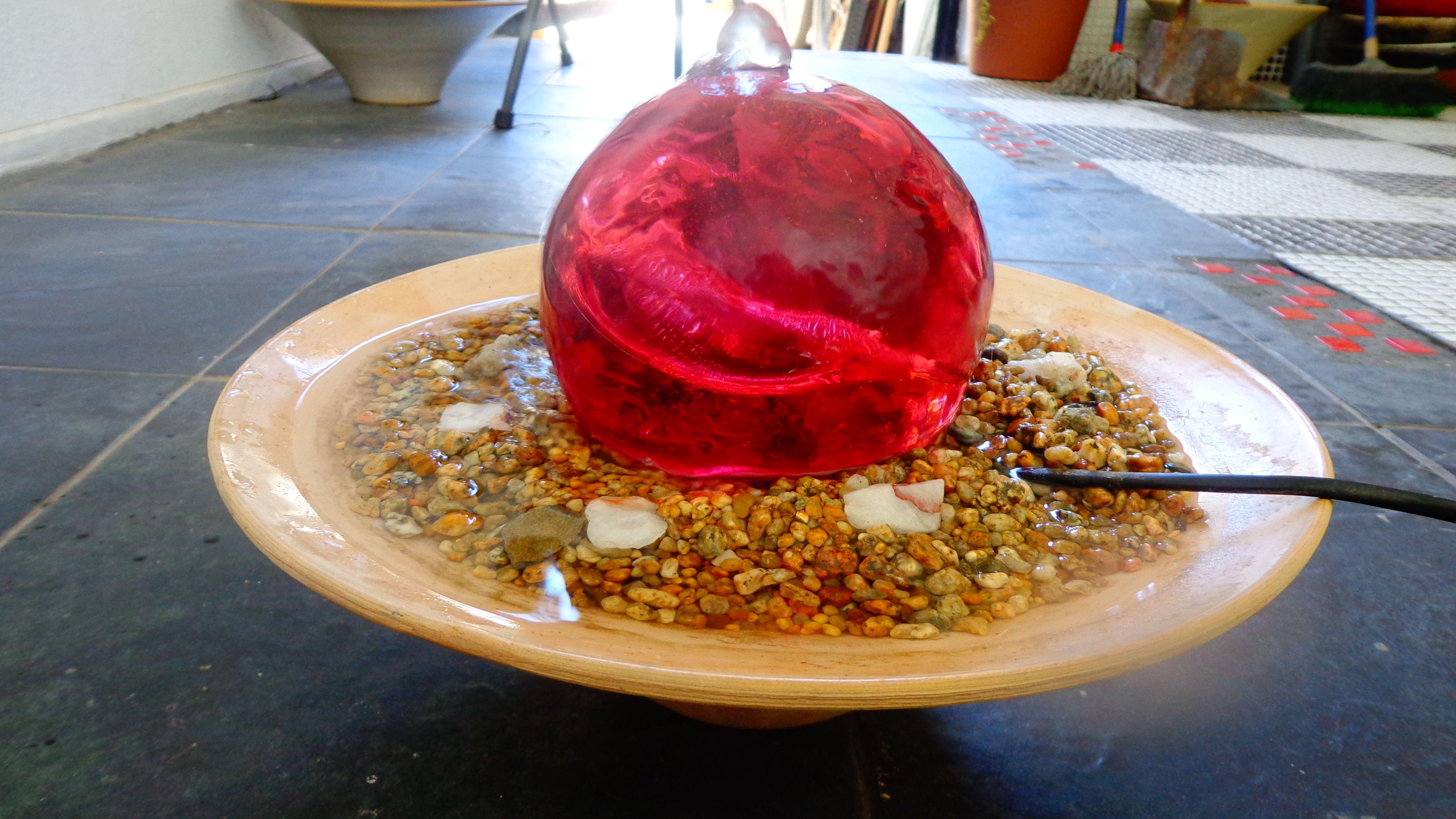 Fuente de agua fabricada con ceramica gres y esfera de resina www.fuentedeagua.cl