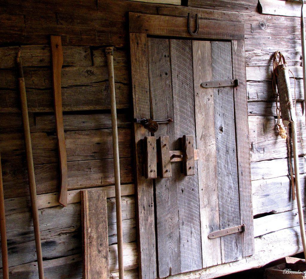Old Barn Door (With images) | Old barn doors, Barn door ...