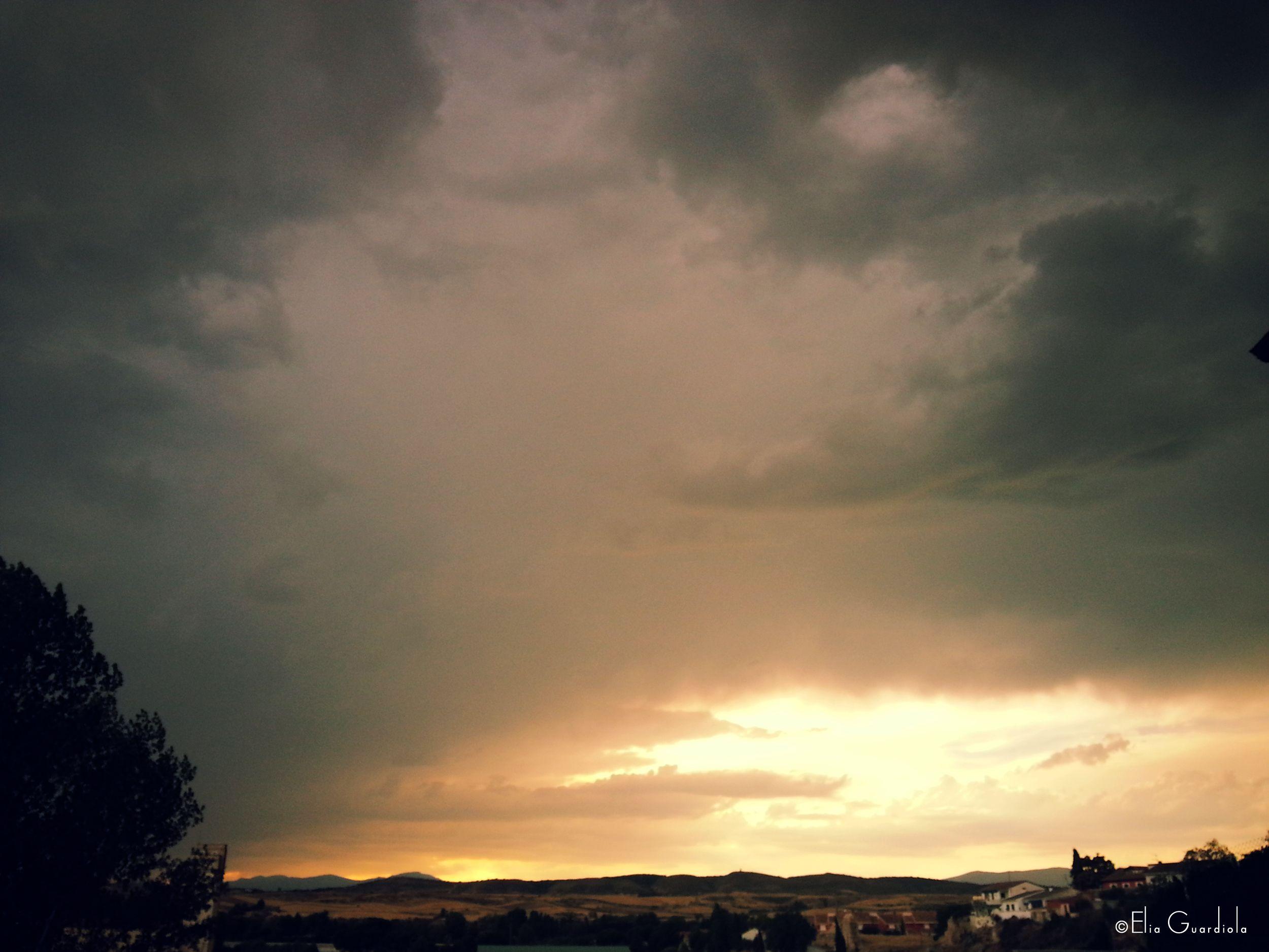 #skylovers #skyphotography #sunsets #sunsetphotography #skycolours #skies #landscape #landscapephotography #madrid