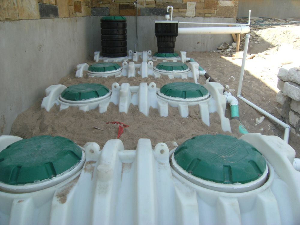 Underground polyethylene cistern to store rainwater out of
