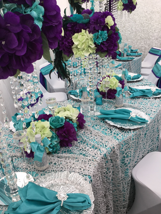 Turquoise Purple Silver Green Peacock Table Setting Diamant Du Parris In In 2020 With Images Peacock Wedding Theme Silver Wedding Decorations Purple Wedding Centerpieces