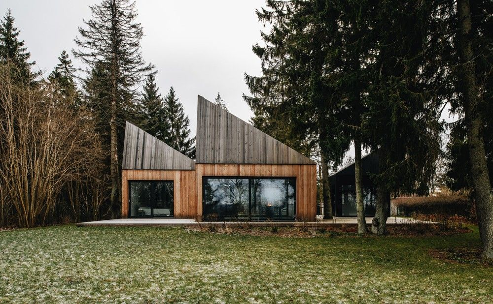 Cette maison dété dans le village estonien de muraste comprend une série de volumes