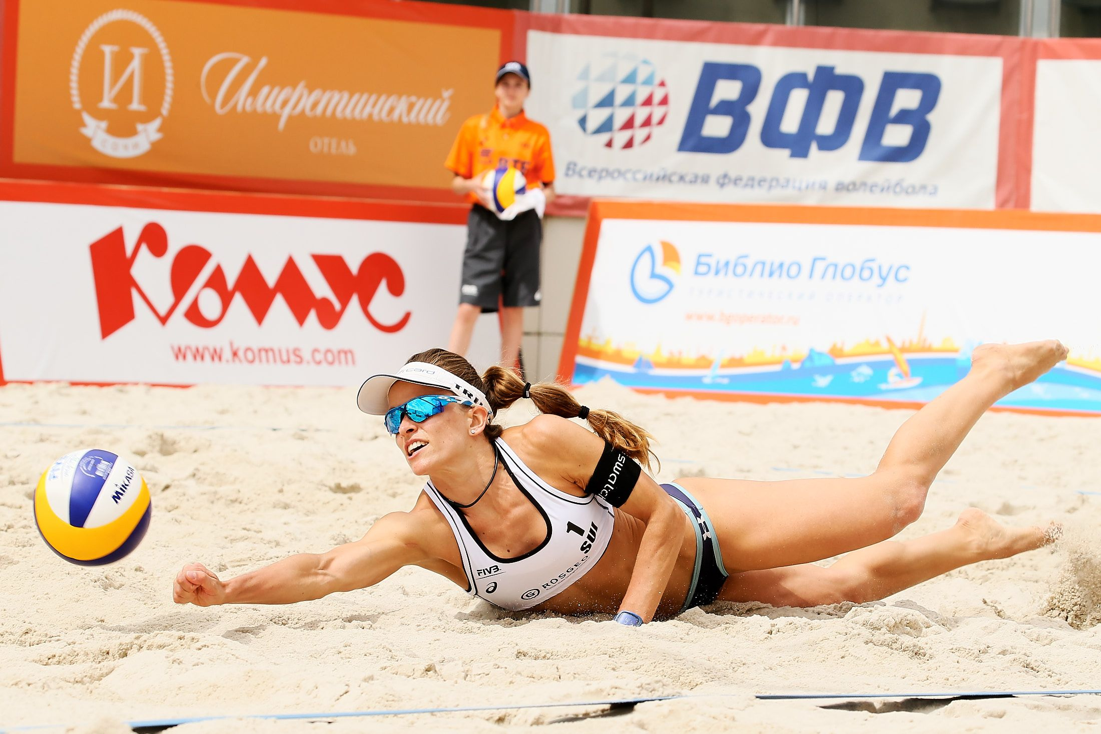 Swiss Volley S Nadine Zumkehr Stretching To Keep The Ball In The Game Beach Volleyball Laura Ludwig Volleyball
