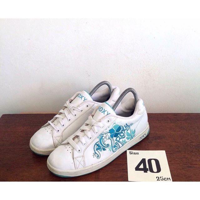 """ขาย รองเท้า Roxyแท้💯 ใหม่มาก คุ้มมาก made in vietnam Size 40"""" ยาว 25 cm ราคา 350 บาท #roxy ในราคา ฿350 ซื้อได้ที่ Shopee ตอนนี้เลย!http://shopee.co.th//42095892  #ShopeeTH"""