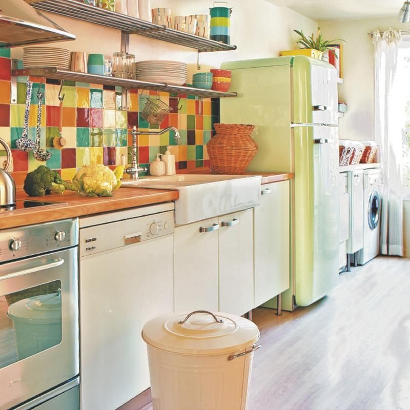 Una cocina de estilo retro y colores alegres retro - Ver azulejos de cocina ...