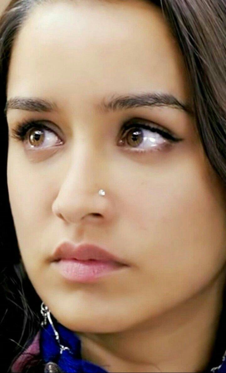 Deepika padukone nose piercing