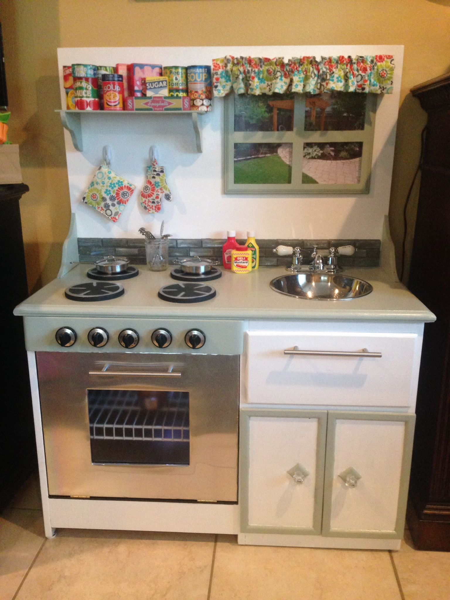 Diy Children's Play Kitchen Made From An Old Desk