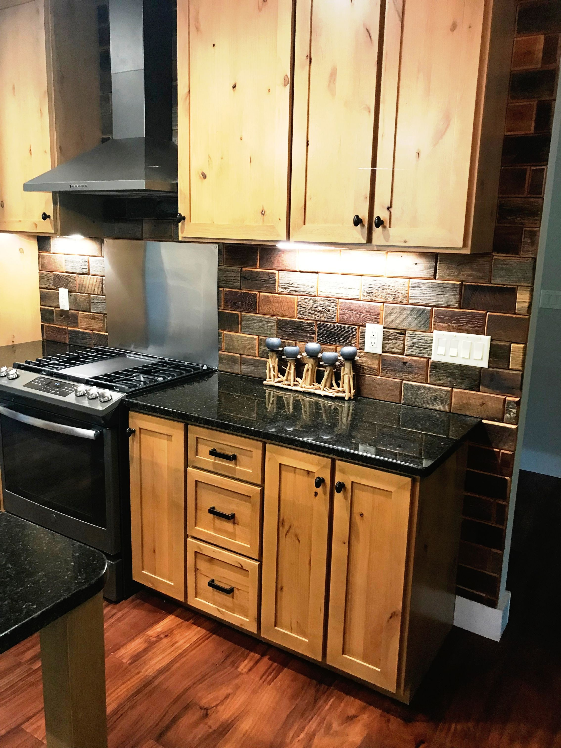 Gorgeous Rustic Reclaimed Barn Wood Back Splash For Sale Now In The Link Kitchenfaucetforsale Rustic Kitchen Cabinets Rustic Kitchen Rustic Kitchen Design