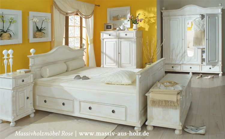 Perfekt Landhausmöbel In Antik Weiß (leicht Vanillefarben Shabby Chic Gewischt) Im  Schlafzimmer, Massiv Holz Kiefer | Www.massiv Aus Holz.de