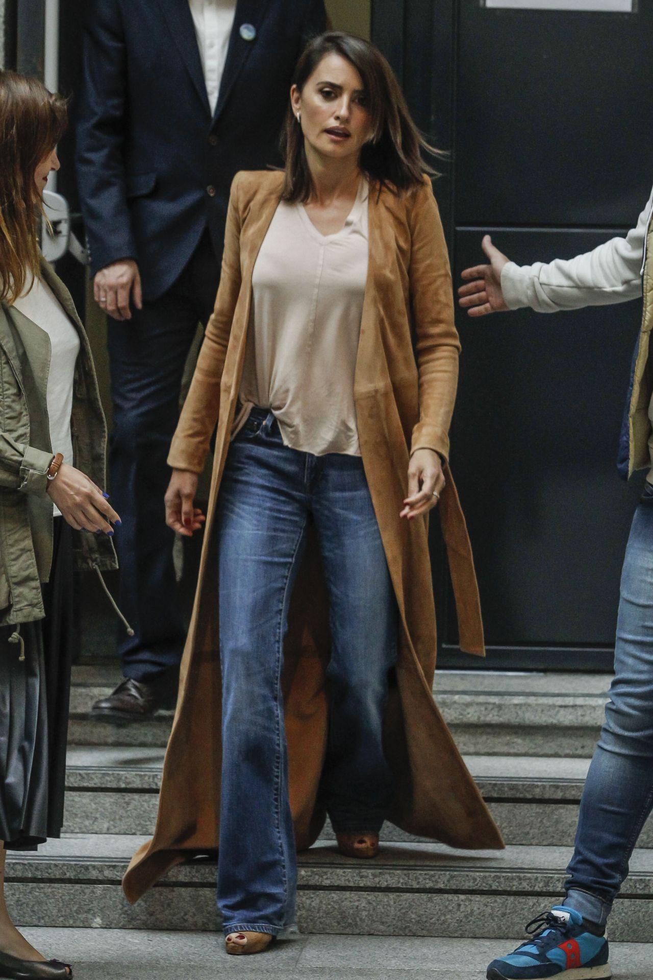 Penelope Cruz Street Style | Foundation Grants