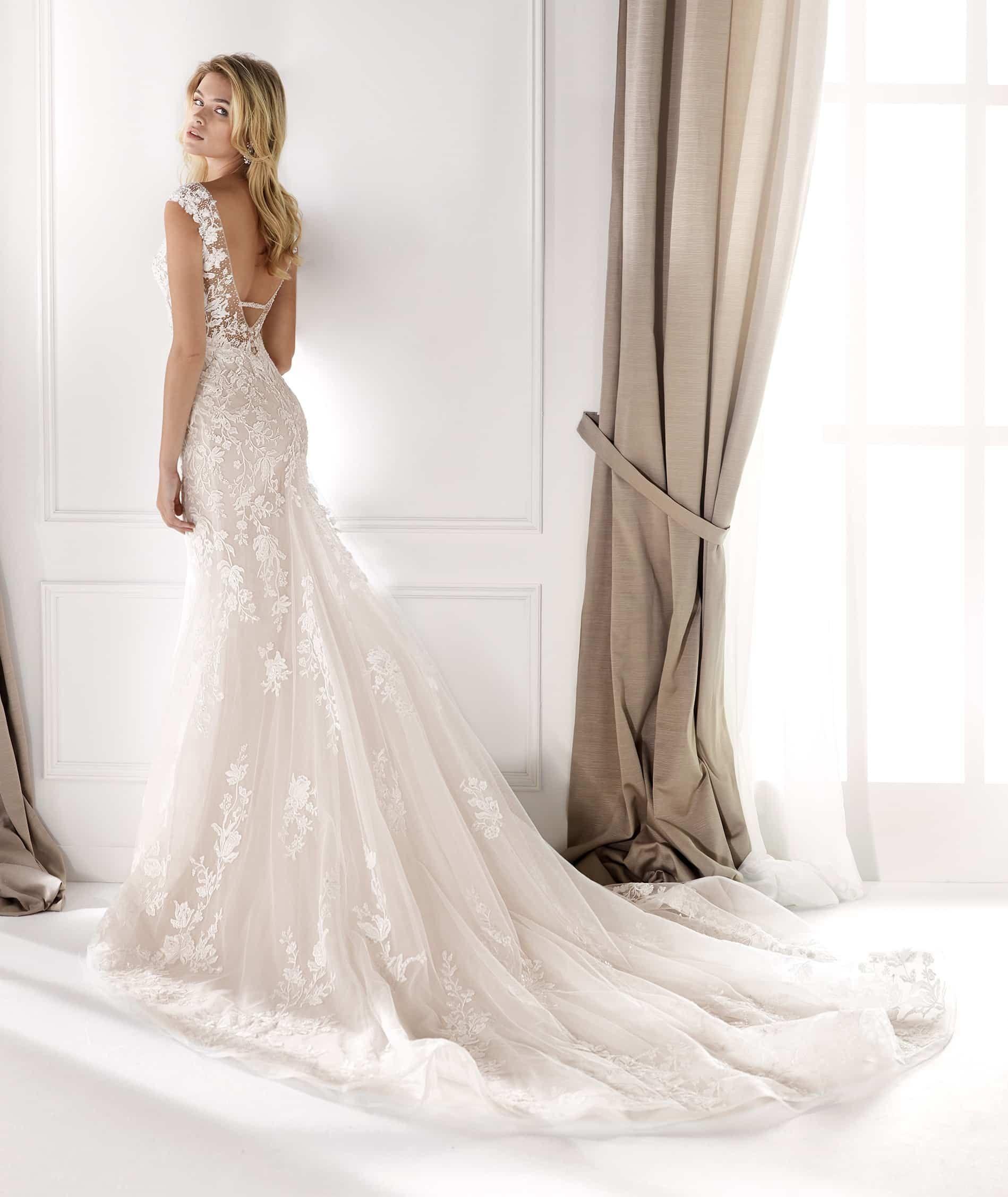 In diesem auffallenden Brautkleid von Alessandra Rinaudo
