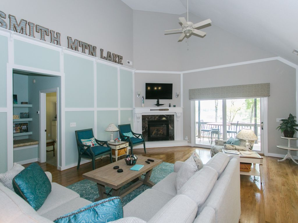 Beautiful luxury lakefront home with 2 kitchens 2 master