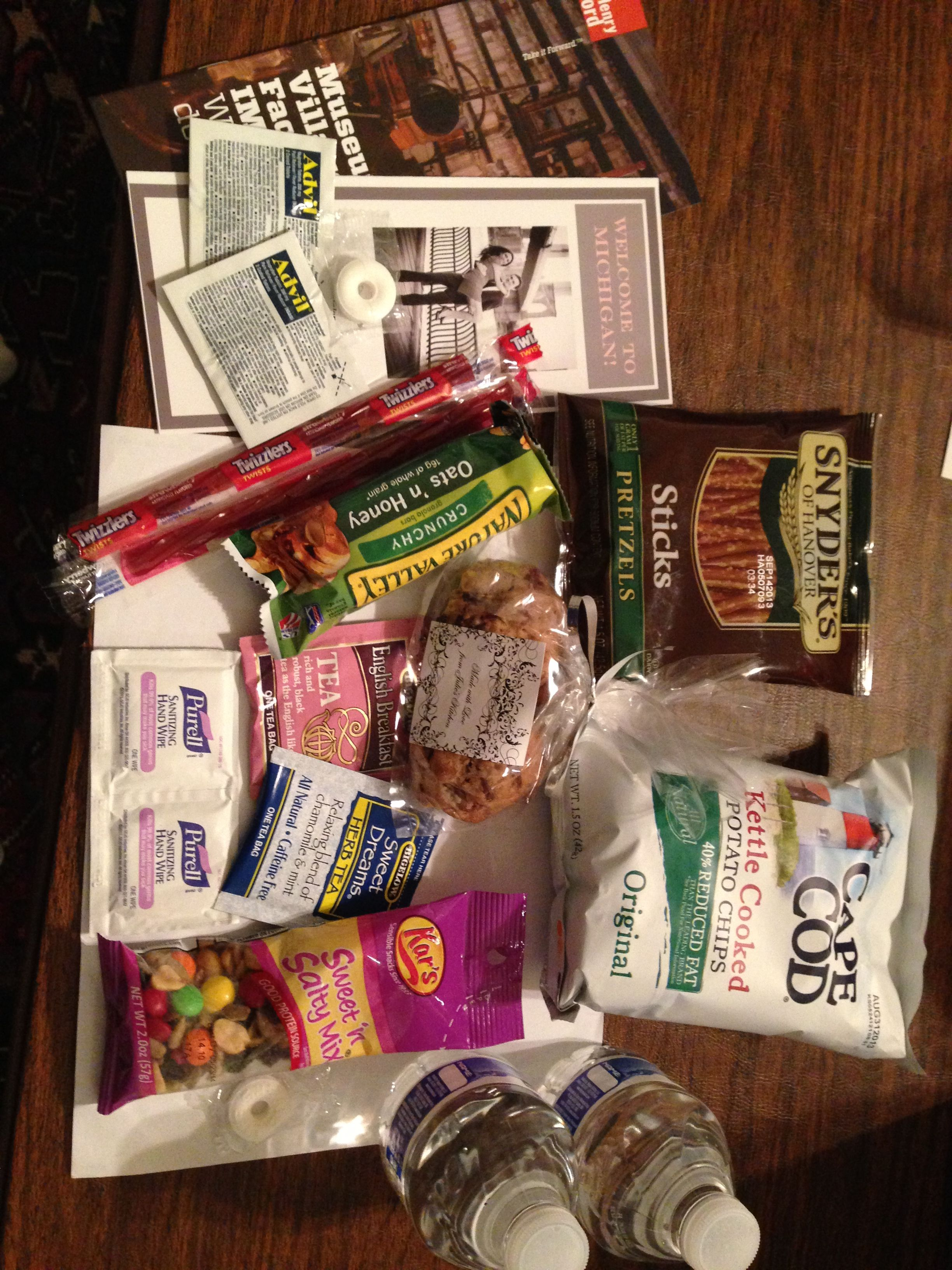 Contents of hotel gift bag for wedding guests Try to