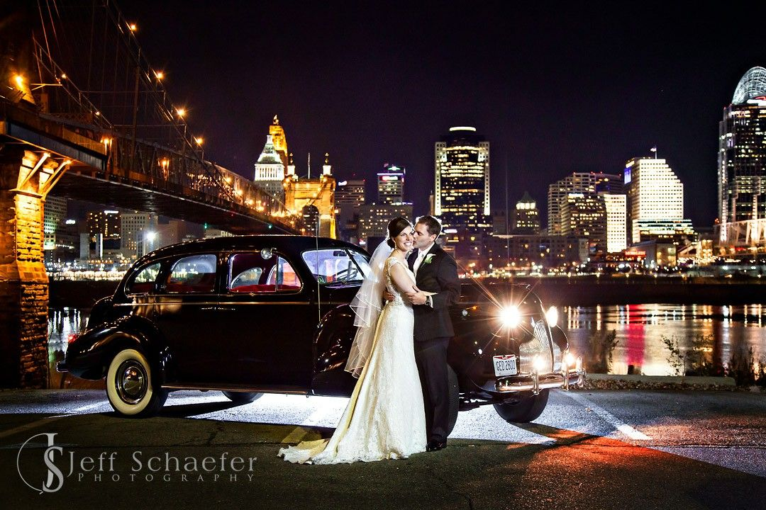 Portraits At The Covington Riverfront Cincinnati Wedding Photographers Jeff Schaefer Pho In 2020 Cincinnati Wedding Photographers Cincinnati Weddings Skyline Wedding
