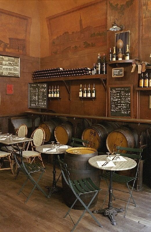 GreAt little rustic set up for a bar or coffee shop ...