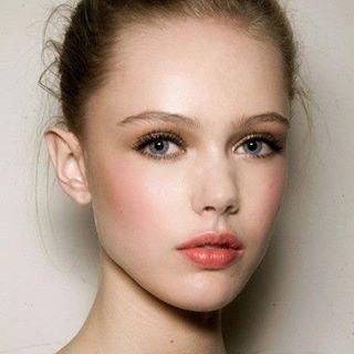 Pretty! #bridalbeauty #naturalmakeup #inspo #peachypink #makeupartist #hairstylist #allmadeupweddings