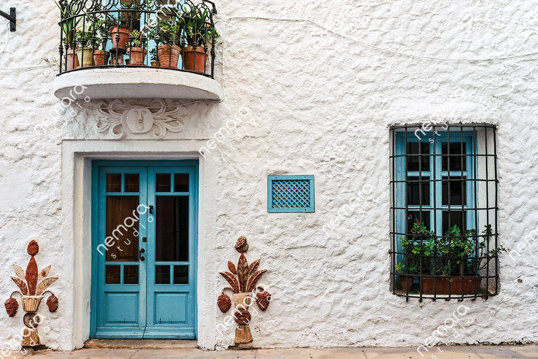 Foto de la fachada de una antigua casa del casco antiguo.