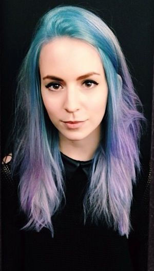 Gemma Omg I Found It I Was Looking For It Czu I Might Dye My Hair Like This Night Hairstyles Hair Inspiration Purple Hair