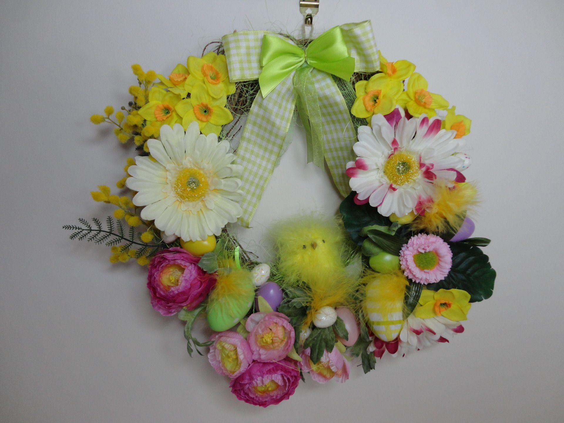 Couronne de p ques fleurs et poussin en plumes couronne de porte d 39 entr e et de couronnes de - Couronne de porte ...