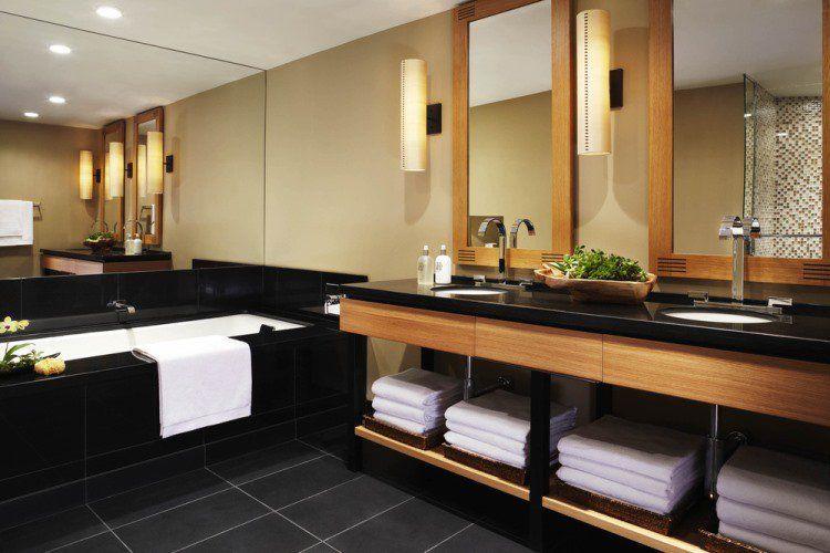 plan-travail-granit-noir-salle-bain-moderne | Salles de bain ...