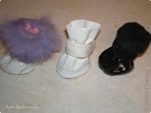 Для любителей собак и кошек. Обычно зимой собаки мелких пород замерзают на морозе. На них одевают комбинезоны, а когда начинают мерзнут лапки, некоторые покупают им ботиночки. Но некоторые разди увлечения шьют их сами, как и я. фото 1