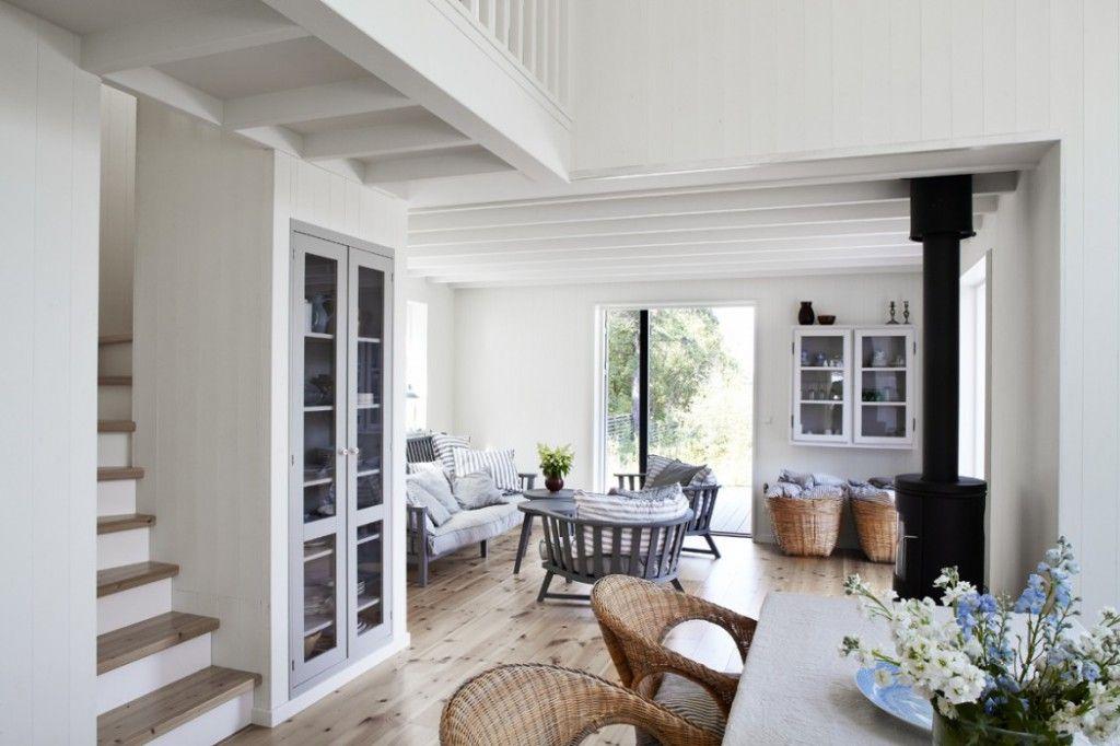 Landelijk Scandinavisch Zomerhuis : Zwart houten zomerhuis maison belle interieuradvies houten